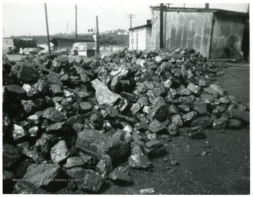 Pile of Jackhorn five inch block coal.