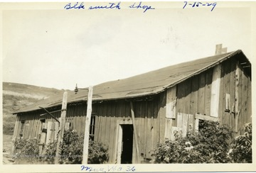 Wood building which was the blacksmith shop at Mine No. 36, Thomas, W. Va.