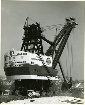 Hanna Coal Company's large electric shovel 'The Mountaineer'.