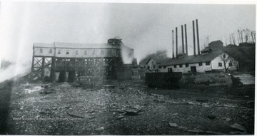 'Stuart Mine - Wooden tipple and powerhouse. Operated by Stuart Colliery Co. of Fayette Co. Daily capacity - 1250 tons.'
