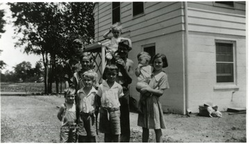 Group portrait of the Davis children outside of Homestead Q.