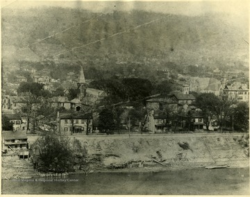 Homes sit along the banks of the Kanawha River in Charleston, W. Va.