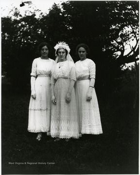 'Olga, Lena, and Anna. 1912 Stadler family.'  Olga Aegerter married Benjamin Holtkamp, September 5, 1912 in Helvetia, W. Va.
