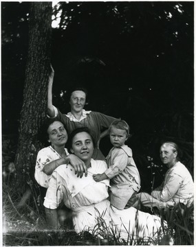 Group photo of the Aegerter Family.  Leaning on the tree:  Olga Aegerter Holtkamp.  Old Woman:  Marianna Aegerter.  Helvetia, W. Va.