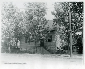'Built about 1790.  Fronting University Avenue.  Torn down in 1930.  Dricilla Morgan lived there many years.'