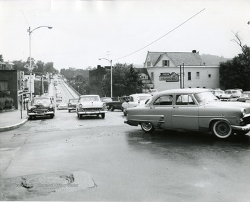 Cars seen traveling across the bridge on High Street.