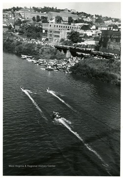 Boat races were held at the Monongahela River at Wharf St.