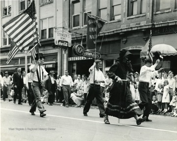 'Earl Whisner-flag, Ted Hilling-banner, James (Dobie) Poole (deceased), Odell Henry-Umbrella'.