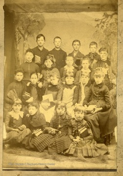 A portrait of an unidentified school group.