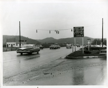 Cars are driving through the intersection of Monongahela Boulevard and Patteson Drive in Morgantown, West Virginia.