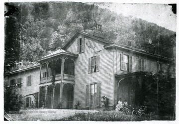 View of the Willis Home, 'Belleflevin' in Coalburgh. Edith and Will Edwards sitting on steps.'