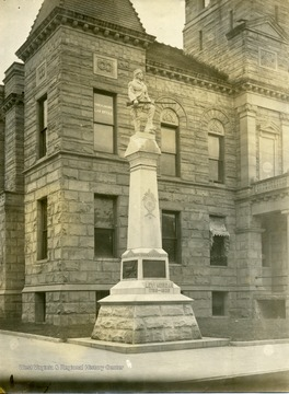 A statue of Levi Morgan is in front of the Courthouse.