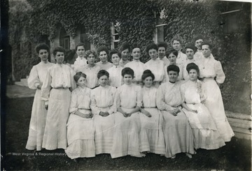 Two students are named.  Linnie Vance is seated in the first row, third from the left, and Nell Steele (Ferris) of Philadelphia is seated in the first row, the first on the extreme right.