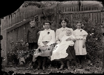 From the left are Herbert, Bess (before moving to Arkansas), Alma holding her half brother Charles, and Rilla.