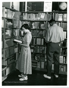 Students browsing at University Bookstore.