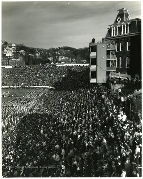 Picture of crowd at the 1965 Band Day.