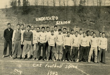 State champions in 1942. None of the members are identified.