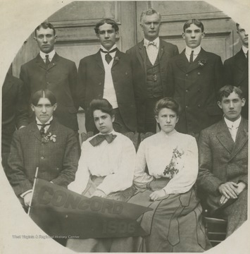 "Male and female graduates pose with the ""Class of 1906"" pennant. Subjects unidentified."