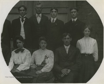 Male and female students pose for the class photo. Subjects unidentified.