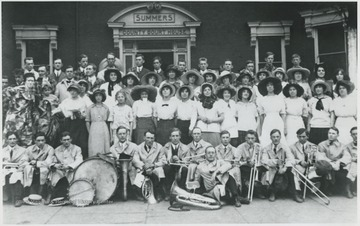A group poses in front of the court building. The front line pose with their instruments. Subjects unidentified.
