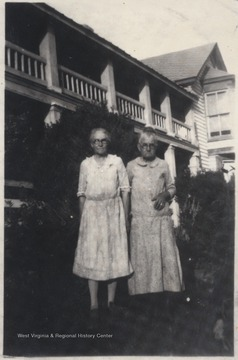 Family members of Bessie Pack pictured in front of the hotel building.