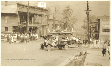 An old automobile decorated with American flags is pictured at the intersection of 3rd Avenue and Temple Street.