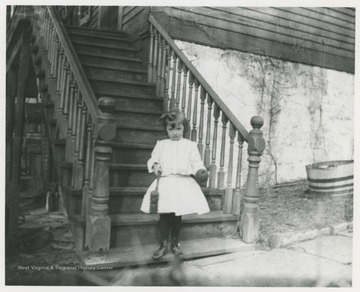 Flanagan home at 5th and Summers Street in Hinton, W. Va. Small girl on steps is unidentified.