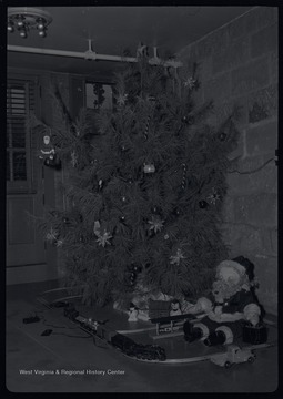 Murrell Family Christmas Tree in the basement of their home, 309 Ballengee Street, Hinton, W. Va.