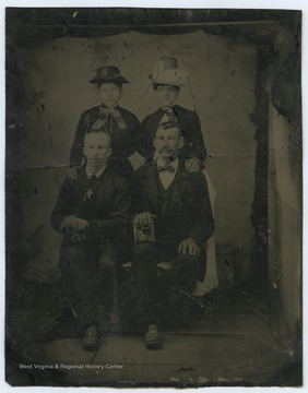 Four fashionably dressed Zinn family members are pictured together.