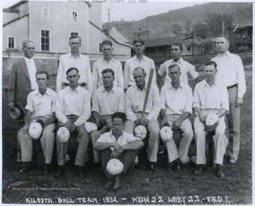 Men belonging to the Kilsyth baseball team gather together for a team photo. The team ended their 1932 season with 22 wins, 22 losses, and one tie.