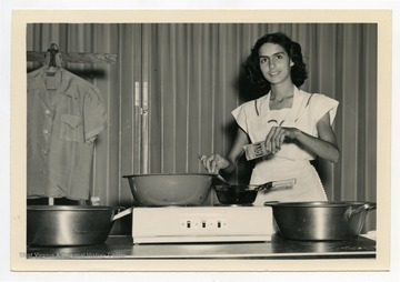 Marjorie Given from Webster County, W. Va., demonstrates preparing a clothing dye.